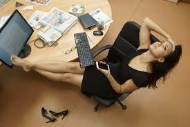 Две трети работающих россиян назвали себя трудоголиками
